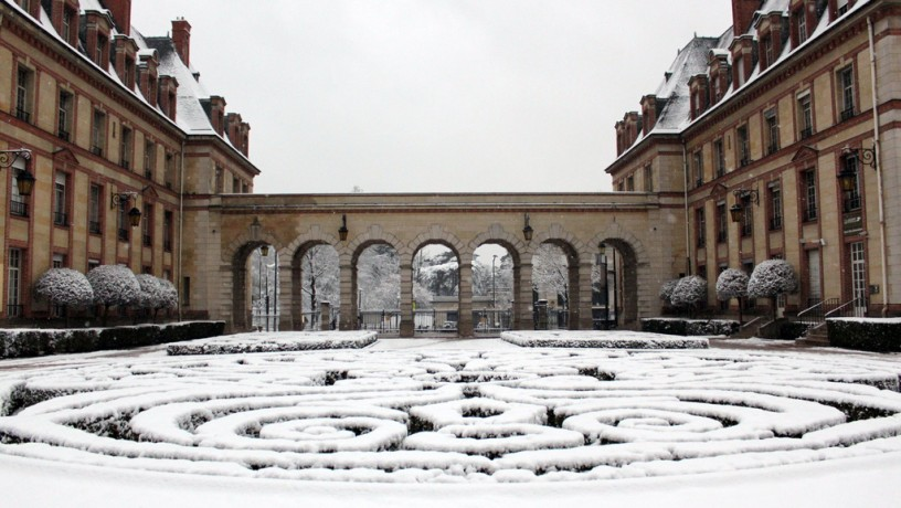 Labyrinthe - neige cour d'honneur
