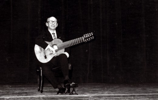 Narciso Yepes, concert à la Coupole du Théâtre de la Cité - 15 décembre 1975 // Crédits : Paul Marcel @ Alliance Internationale