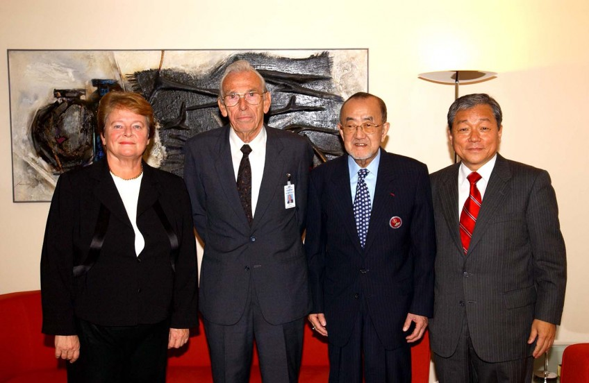 "Dr Lee had a tremendous sense of the history of WHO. He was very proud to celebrate the 25th anniversary of the Alma Ata ""Health for All"" declaration, with his predecessors, including Dr Gro Harlem Brundtland, Dr Halfdan Mahler and Dr Hiroshi Nakajima."